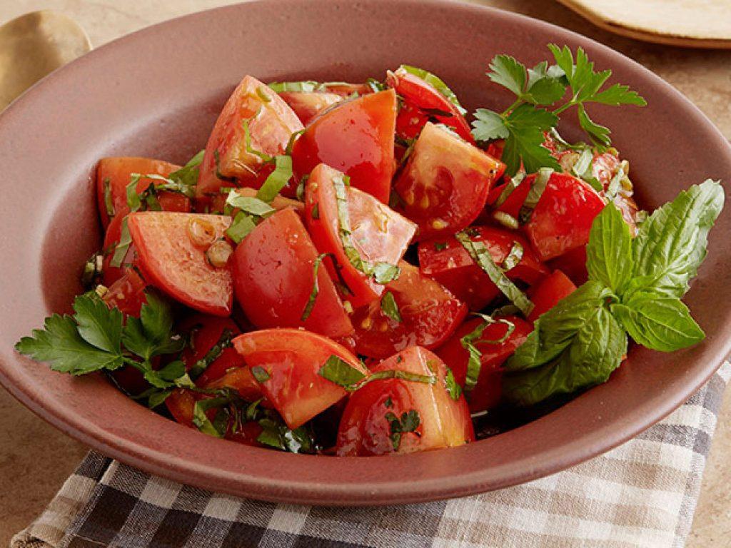 wu-0101_tomato-salad_s4x3-jpg-rend-sniipadlarge