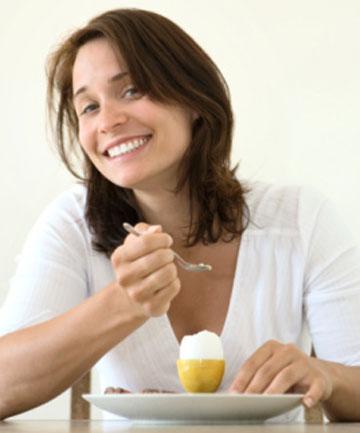 girl-eating-eggs