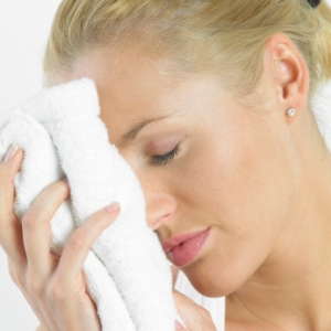 woman_dry_face_towel_300x300_istock