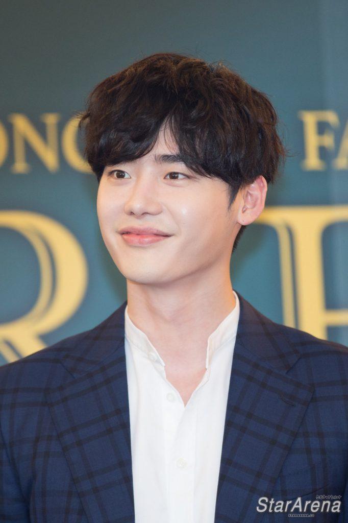 အသားအရေ လှကြတဲ့ တောင်ကိုးရီးယား Male Idol (၉) ဦး