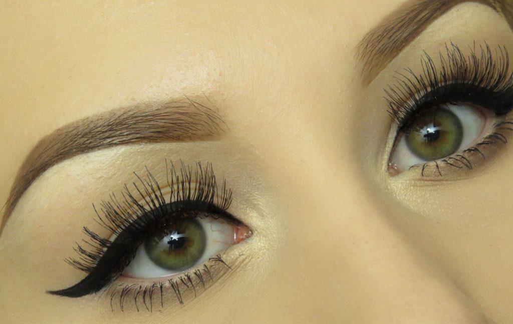 Eyeliner ကို လွေအာင္ဘယ္လိုဆြဲရမလဲ