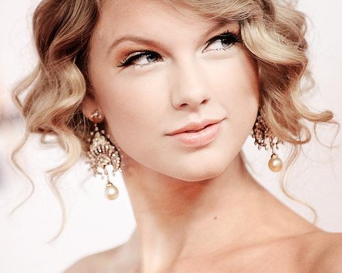 Taylor Swift ၂၀၁၈ Grammy ဆုအတြက္ စာကားတင္စာရင္း (၂) ခုပဲ ဘာလို႔ ခ်ိတ္ခဲ့သလဲ