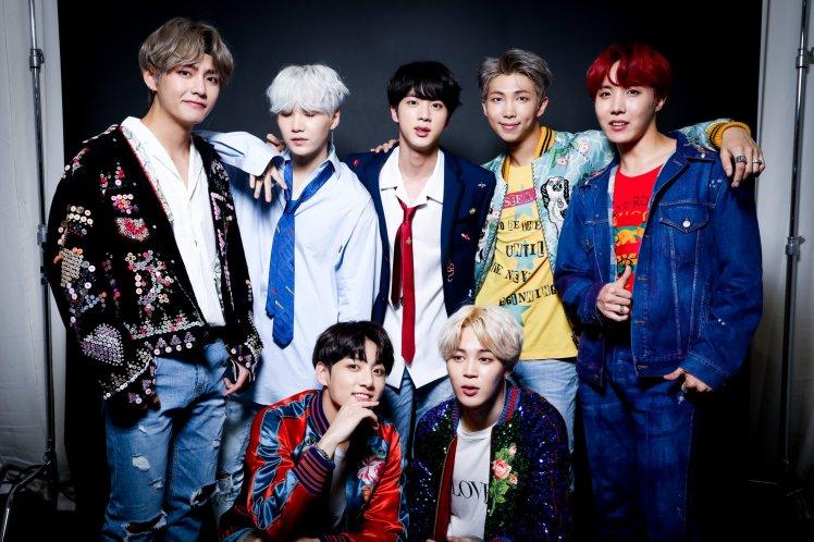 U.S. iTunes ဇယားမွာ နံပါတ္ ၁ ေနရာခ်ိတ္တဲ့ ပထမဆံုး K-Pop အဖြဲ႕ျဖစ္လာတဲ့ BTS