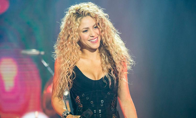 အသံအခက္အခဲေၾကာင့္ သူ႔ရဲ႕ နယ္လွည့္တိုးလ္အစီအစဥ္ကို ထပ္မံ ဆိုင္းငံ့ခဲ့ရတဲ့ Shakira