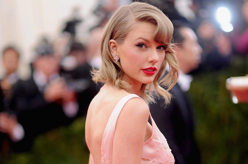 (၄) ရက္တည္းနဲ႔ ၂၀၁၇ ခုႏွစ္ရဲ႕ ေရာင္းအားအေကာင္းဆံုးေတးအယ္လ္ဘမ္ ျဖစ္လာတဲ့ Taylor Swift ရဲ႕ Reputation