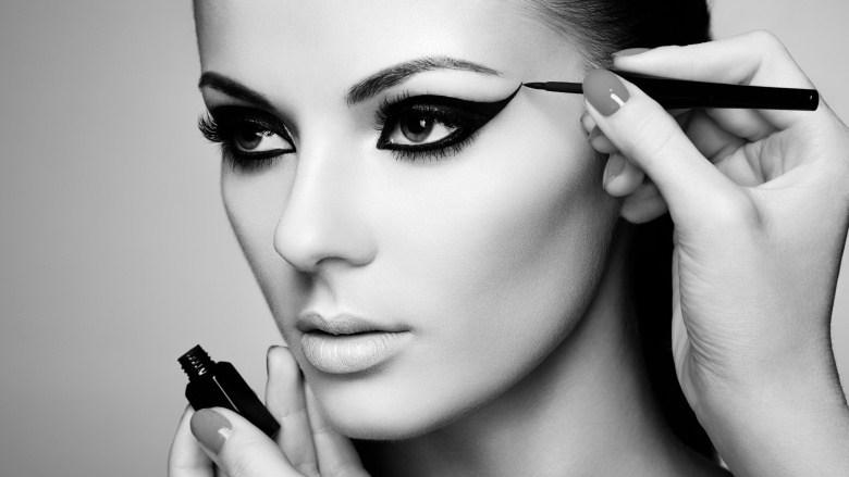 Eyeliner ဆိုးတဲ့အခါ သင္ျပဳလုပ္ေလ့ရွိတဲ့ အမွားေလးေတြ