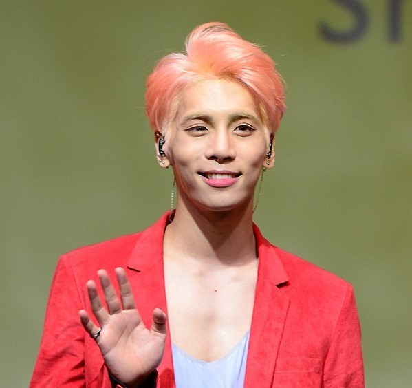 မၾကာေသးခင္ရက္ပိုင္းက ကြယ္လြန္သြားခဲ့တဲ့ SHINee အဖြဲ႕ဝင္ Jonghyun ရဲ႕ေမ့လို႔မရႏိုင္တဲ့ သီခ်င္းေကာင္းမ်ား