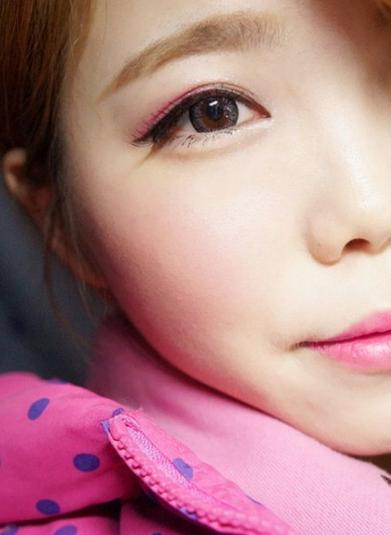 Girly Pink Eyeshadow မိတ္ကပ္ကို ဘယ္လိုလိမ္းခ်ယ္မလဲ