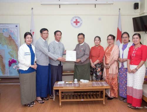 ကမ္ဘောဇဘဏ်မှ မြန်မာနိုင်ငံ ဒေသ (၅) ခုအတွင်း သဘာဝ ဘေးအန္တရာယ်အတွက် ကြိုတင်ပြင်ဆင်ထားနိုင်ရန် ငွေကျပ် (၅၆) သန်းကျော်တန်ဖိုးရှိ အသက်ကယ်ဖိုင်ဘာလှေများ လှူဒါန်း