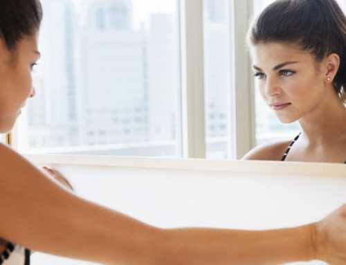 ကိုယ့်ကိုကိုယ်ယုံကြည်မှုရှိတဲ့အမျိုးသမီးတွေ မှန်ကြည့်တဲ့အချိန်တိုင်း တွေးလေ့ရှိတဲ့ အရာ (၆) ခု
