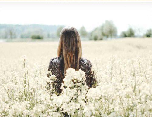 အခက်အခဲတွေကြုံနေချိန်မှာတောင် ကိုယ့်ခန္ဓာကိုယ်ကို ချစ်အောင် ဘယ်လိုနေမလဲ
