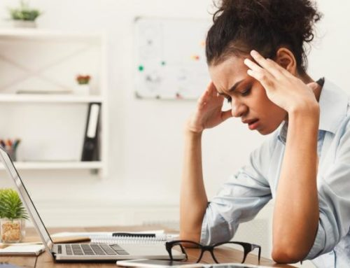 ကွန်ပျူတာရှေ့ထိုင်ပြီး အလုပ်လုပ်နေစဉ် ခေါင်းကိုက်လာပါက ဘယ်လိုကုသနိုင်မလဲ