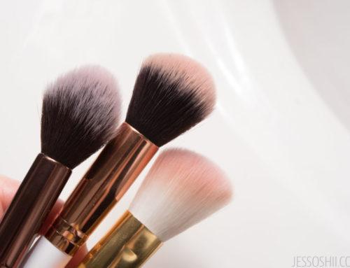 မိန်းကလေးတွေအတွက် နေ့စဉ်နဲ့အမျှအသုံးဝင်နေတဲ့ Makeup Brushကို သန့်စင်စေမယ့်နည်းလေး