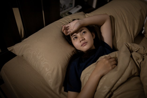 Young asian woman cannot sleep insomnia late at night